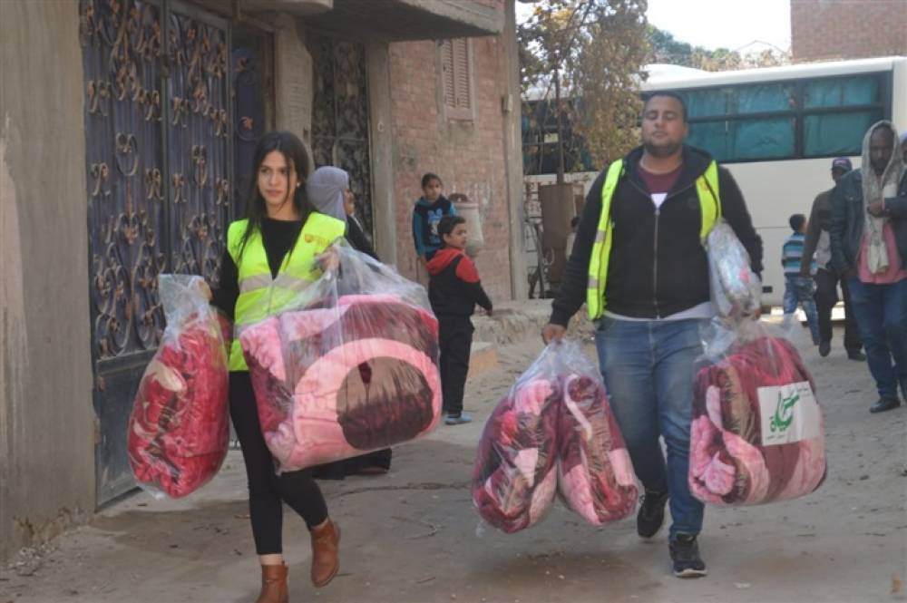 FUE Students distribute blankets and clothes to the most needy villages in Ismailia